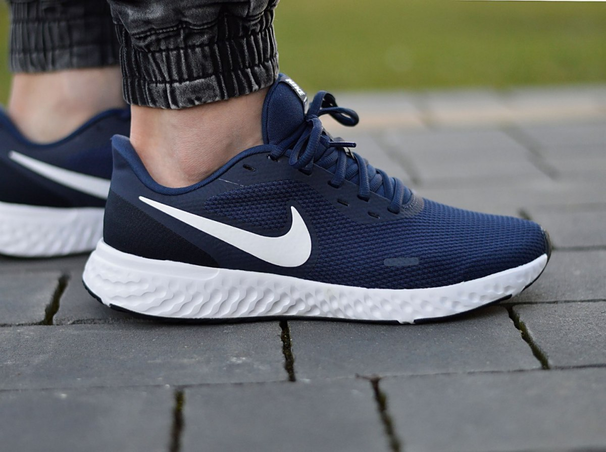 Details about Nike Revolution 5 BQ3204-400 Men's Sneakers